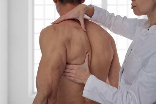 osteopathe dorsalgie douleur dorsale omoplates